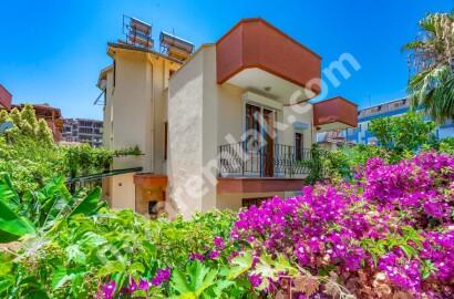 Alanya Avsallar'da Site İçerisinde Satılık Triplex Villa